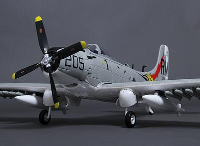 Durafly A-1 Skyraider w/flaps/retracts/lights/gear doors 1100mm (PNF)